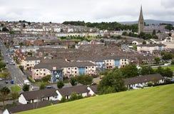 Bogside,宽容聚集地的看法,从伦敦德里老城市墙壁  免版税库存照片