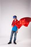 Bohatera dziecko trzepocze na wiatrze w czerwonym przylądku Zdjęcie Royalty Free