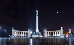 Bohaterzy Obciosują przy nocą, milenium pomnik Budapest, obrazy royalty free