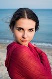 Boheems meisje op een strand royalty-vrije stock afbeeldingen