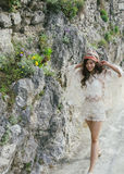 Bohemian sulla passerella rocciosa Immagine Stock