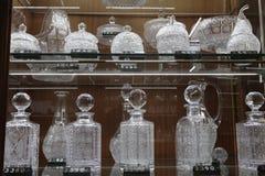 Bohemiskt exponeringsglas i en souvenir shoppar, Prague, Tjeckien Royaltyfria Bilder