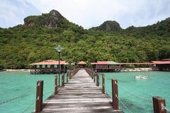 Bohey Dulang brygga Semporna Sabah Arkivfoton