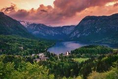 Bohinj湖鸟瞰图在朱利安阿尔卑斯山 激动人心的景色  图库摄影