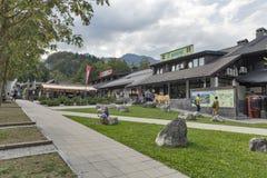 Bohinj för Ribcev Laz stadmitt nästan sjö i Slovenien Arkivbilder