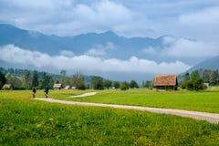 Bohinjska Bistrica e Julian Alps, Eslovênia Fotos de Stock Royalty Free