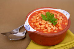 Bohnen auf Tomate Stockfoto