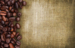 Bohnen und Sackhintergrund Stockbilder