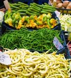 Bohnen und Zucchini auf dem Markt Lizenzfreies Stockfoto