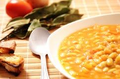 Bohnensuppe und Lorbeer lizenzfreies stockbild