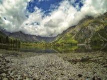 Bohnij在雨以后的湖slowenia 免版税图库摄影