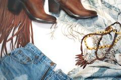 Boho样式 皮靴、牛仔布和袋子与边缘在白色背景 顶上的看法偶然天成套装备 时髦神色 图库摄影