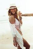 Boho ввело модель в моду на пляже Стоковое Изображение RF