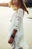 Boho ввело модель в моду на пляже Стоковая Фотография