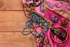 Boho stil- och hippietyger, armband, halsband arkivfoton