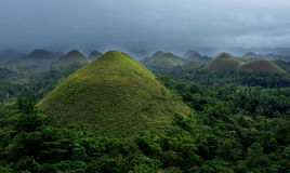 Bohol, Filipinas Montes com o céu nebuloso escuro profundo, Filipinas do chocolate Vista de montes do chocolate Vista panorâmica  Fotografia de Stock Royalty Free