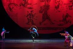 Bohren Sie herein die springende Ring-akrobatische showBaixi Traum-Nacht Stockfotos