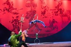 Bohren Sie herein die springende Ring-akrobatische showBaixi Traum-Nacht Lizenzfreie Stockfotografie