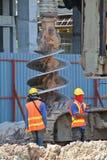 Bohren Sie Stapel-Anlagenbohrer an der Baustelle stockfotos