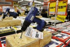 Bohrgerätmaschinen für Verkauf im Hardware-Speicher Stockbild