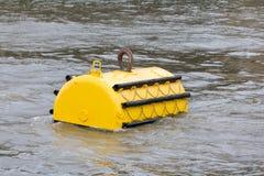 Boia de amarração no rio Tamisa, Londres, o Reino Unido Imagem de Stock