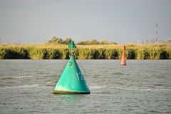 Boia do sinal no rio fotografia de stock royalty free