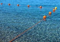 Boia que flutuam na água do mar Fotografia de Stock Royalty Free