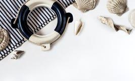 Boia salva-vidas decorativo o fundo sobre branco Foto de Stock Royalty Free