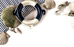 Boia salva-vidas decorativo o fundo sobre branco Imagem de Stock Royalty Free
