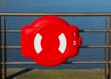 Boia salva-vidas no cais Fotografia de Stock Royalty Free