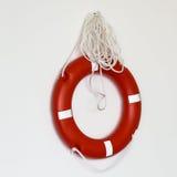 Boia salva-vidas vermelho sobre o fundo branco Fotos de Stock