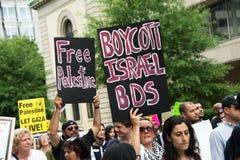 'Boicotti segni di protesta di Israele BDS' e 'della Palestina libera' Fotografia Stock Libera da Diritti