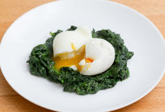 Boiled egg with spinach Royalty Free Stock Photos