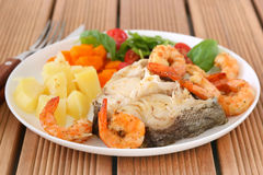Boiled fish with shrimps and vegetables Stock Photography