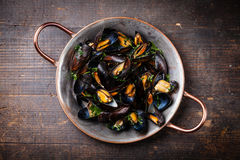 Boiled mussels in copper cooking dish Stock Photography