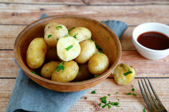 Boiled potatoes in a clay bowl Stock Photography