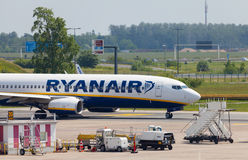Boing 737 - 8AS from Ryanair on airport Royalty Free Stock Images