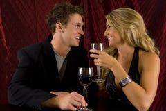 Boire de couples photographie stock libre de droits
