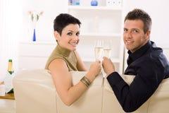 boire de couples de champagne Photo stock