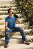 Boire dehors image libre de droits