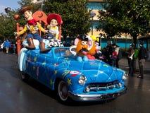 Boisé et Jess dans le défilé d'étoiles et de véhicules de Disneys images stock