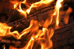 Bois brûlant d'incendie Image libre de droits
