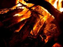 Bois brûlant en cheminée Photographie stock libre de droits