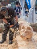 Bois découpant au festival de sculpture Images stock