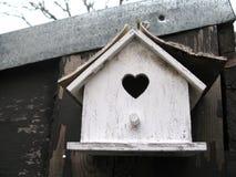 Bois d'en de vintage d'oiseaux de Maisonnette Photographie stock libre de droits