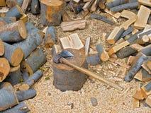 bois de chauffage choping Images libres de droits