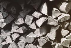 Bois de chauffage coupé sur une pile Photos libres de droits