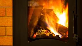 Bois de chauffage dans la cheminée Photographie stock libre de droits