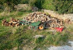 Bois de chauffage dans une pile Photos stock