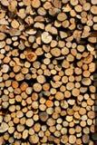 Bois de chauffage empilé comme fond photo stock